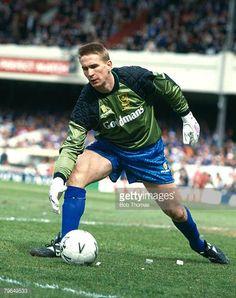 Football Photos, Sport Football, Portsmouth England, England Shirt, Vintage Football, Goalkeeper, Knight, Running, Baseball Cards
