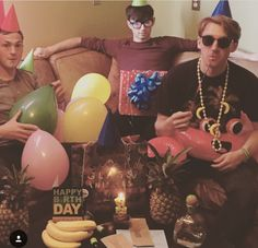 Dave Bayley, Joe Seaward, and Edmund Irwin-Singer from Glass Animals My Cup Of Tea, Glass Animals, Ol Days, Animal Wallpaper, Good Ol, Cool Bands, Music Artists, Animal Pictures, Christmas Bulbs
