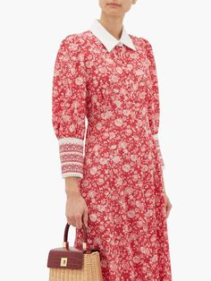 Kate Middleton wearing the Beulah London Calla dress in rose red floral Kate Middleton Dress, Kate Middleton Style, Kate Dress, Pink Dress, Beautiful Red Dresses, Silk Crepe, Red And Pink, Floral Prints, How To Wear