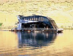 houseboat hotel