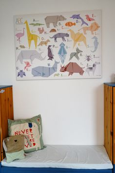 Kids room in blue with lots of animals and origami / boys room / roomtour