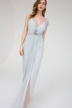 Jenny Packham Pre-Fall 2019 Fashion Show Collection: See the complete Jenny Packham Pre-Fall 2019 collection. Look 8 Jenny Packham, Manu Garcia, Amelie, Best Of Fashion Week, Moda Vintage, Tulle Gown, Prom Dresses, Formal Dresses, Fashion Show Collection