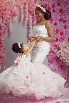 Asoebi style mother and daughter beautifully dressed African Dresses For Kids, African Lace Dresses, African Fashion Dresses, Girls Dresses, Flower Girl Dresses, Bridal Wedding Dresses, Dream Wedding Dresses, Wedding Shoot, Mommy Daughter Dresses