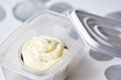 Publix Buttercream Icing Recipe - Have you ever wanted to make Buttercream Icing that tastes just like Publix supermarket? Try this recipe, it tastes so close to the real icing. Publix Buttercream Icing Recipe, Icing Frosting, Cake Icing, Frosting Recipes, Cupcake Cakes, Cake Recipes, Dessert Recipes, Cupcakes, Buttercreme Frosting