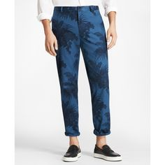 Brooks Brothers Clark Fit Tropical Print Pants ($81) ❤ liked on Polyvore featuring men's fashion, men's clothing, men's pants, men's casual pants, blue, mens blue pants, mens stretch pants and brooks brothers mens pants
