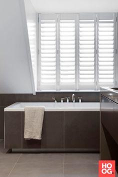 Luxe badkamer inspiratie met ligbad   badkamer ideeën   design badkamers   bathroom decor   Hoog.design