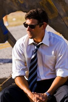 Kyle Chandler grat! More shirts at http://eveythingforguys.co.uk