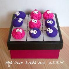 Fimo : jeu de morpion fruits des bois (2004) - Myriam Lakraa Créations
