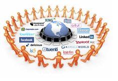 Imagen de Redes Sociales. Son herramientas para crear y gestionar comunidades virtuales, gracias a las cuales, las personas motivadas por una serie de intereses comunes, se comunican de  manera  natural  y  efectiva,  establecen  vínculos,  contactos,  intercambian contenidos, recuperan y comparten todo tipo de información útil para el interés del grupo. Ejm: Facebook, Myspace, Tuenti.