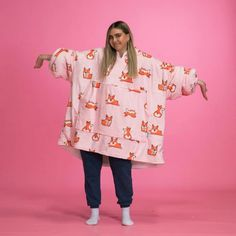 The Oodie is Australia's favourite oversized blanket hoodie! Stay warm this winter with our adult wearable hooded blanket. Simple Outfits, Cute Outfits, Trendy Hoodies, Wearable Blanket, Hooded Blanket, Couture, Stay Warm, Flannel, Fashion Outfits