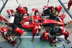 Pitstop-action for Kimi Räikkönen - 2014 Malaysian GP FP2