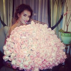 #roses now that's how men should give #flowers