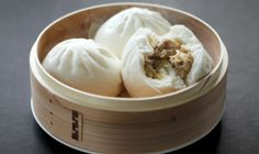 A dumpling can be any ball of dough stuffed with meat, vegetables, or other fillings. For those who have tried them, there is a certain satisfaction that only a dumpling can give. Ravioli, Asian Dumpling Recipe, Steamed Buns, Steamed Dumplings, Chinese Dumplings, Bun Recipe, Dim Sum, Exotic Food, Asian Cooking