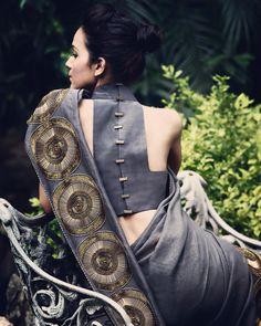 Our obsession with detailed backs ! #priyalprakashhouseofdesign #priyalprakash #indianwear #indianbride #indianwedding #indiandesigner #contemporaryindian #bridalwear #trousseau #indianfashion #instafashion #potd #reception #bridalfashion #saree #sari #blouse #choli #cocktail #reception