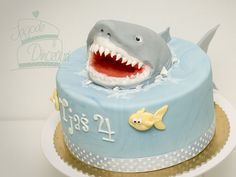 Love the shark coming out of the cake, lol