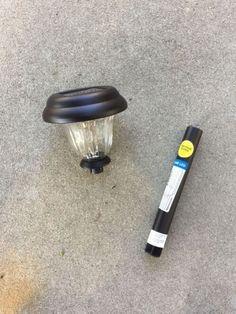 Es ist so einfach! Erstellen sie eine solarleuchte für den außenbereich mit einer alten kerze-halter und eine günstige solar-licht! Outdoor-ideen shop-dollar-projekt outdoor-beleuchtung upcycle. Cheap Solar Lights, Solar Light Crafts, Diy Solar, Light Fixture Makeover, Industrial Curtain Rod, Solar Licht, Old Candles, Thing 1, Freundlich