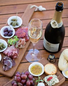 De Grendel is now offering Charcuterie and Cheese boards in its Tasting Room. My Favorite Food, Favorite Recipes, Charcuterie And Cheese Board, Wine Tasting Room, Cheese Trays, Something New, Wine Recipes, Food To Make, Nom Nom