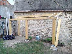 """Bonjour  Je me suis lance la semaine derniere dans la construction dun abri bois.  Il est adosse a un mur de la maison protege des vents dominants.  Il mesure 5.2 m de long sur 1.2 de profondeur. Dapres ... <i>(7 photos)</i>... (Forum """"Terrasses, clotures et autres aménagements extérieurs"""" - 17 messages)"""