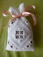 This is the first detailed tutorial I'm doing: I hope it suits you. If there are no explanations, I can give them to you if … Source by Magrinette Embroidery Designs, Embroidery Online, Types Of Embroidery, Learn Embroidery, Hardanger Embroidery, Embroidery Stitches, Hand Embroidery, Modern Embroidery, Bookmark Craft