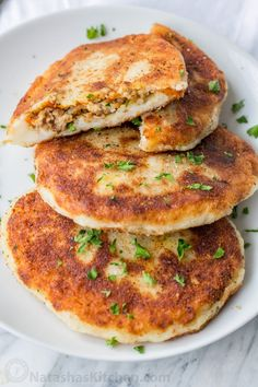 Mashed potato pancakes are a creative way to use leftover mashed potatoes! These are stuffed with a juicy meat filling. Delicious and they reheat well! Mashed Potato Pancakes, Mashed Potato Recipes, Potato Cakes, Raw Food Recipes, Meat Recipes, Yummy Recipes, Baked Potato With Cheese, Meat Cake, Cooking