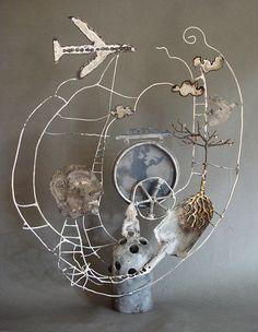 world recluse - Zoe Rubens Mix Media, Mixed Media Sculpture, Wire Art Sculpture, Steel Sculpture, Art Sculptures, Creta, Found Object Art, 3d Studio, Assemblage Art