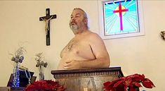 """Uma templo na área rural do estado de Virginia chamado White Tale Chapel fez uma interpretação inusitada de uma passagem da Bíblia (Genesis), onde se conta que, por vontade divina, homem e mulher estavam nus e desprovidos do sentimento vergonha""""."""