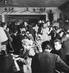 Robert Doisneau // Paris, ca 1947. Roger Vadim dancing at The Rose Rouge, Saint-Germain des Pres. ( http://www.gettyimages.co.uk/detail/news-photo/paris-roger-vadim-dancing-at-the-rose-rouge-saint-germain-news-photo/121506815