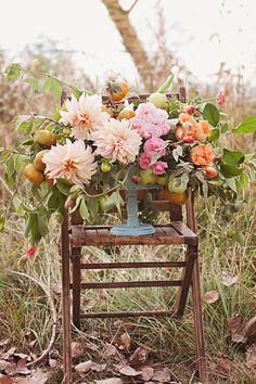 Vintage folding chair makes the perfect base for a gorgeous dahlia bouquet like this. My Flower, Fresh Flowers, Wild Flowers, Beautiful Flowers, Jardin Decor, Recycle Your Wedding, Pretty Pastel, Ikebana, Floral Arrangements