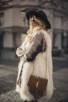52 Ideas Fashion Boho Winter Bohemian Style Source by anoukmoana fashion winter hippie Moda Hippie, Moda Boho, Boho Chic, Bohemian Style, Hippie Style, Boho Gypsy, Dark Bohemian, Bohemian Dresses, Gypsy Style