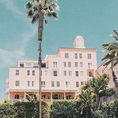 La Valencia Hotel, Multi Story Building