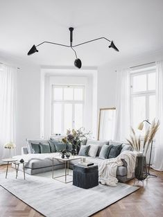 Look Sofa-Styling: Boho Il divano Tribeca è estremamente versatile e aper Living Room Modern, Rugs In Living Room, Interior Design Living Room, Home And Living, Living Room Designs, Living Room Decor, Bedroom Decor, Sofa Styling, Decor Interior Design