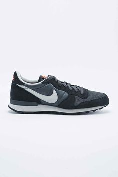 Nike Internationalist Trainers in Anthracite Grey - Urban Outfitters