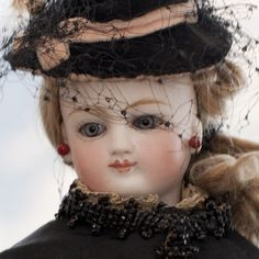 French antique dolls. Antique dolls at Respectfulbear.com