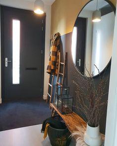 De make-over van onze hal en toilet met verf van Farrow & Ball Hallway Inspiration, Interior Design Inspiration, House Entrance, Entrance Decor, Home Trends, Industrial House, House Goals, Scandinavian Interior, Home Hacks