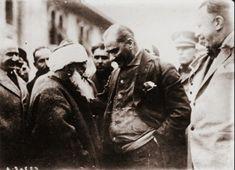 Kimisi başörtüsünü yasakladı, kimisi şapka takmayan görüldüğü yerde asıldı diyor…kimisi diktatördü, kimisi din adamlarını astı diyor. Aslına bakarsanız kanı bozukların yalanlarına 100 yıl önc…