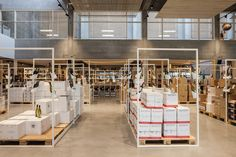 Crombe winehouse shop by FIVE AM Kortrijk Belgium 03 Crombé winehouse shop by FIVE AM, Kortrijk – Belgium Design Furniture, Chair Design, Visual Merchandising, Food Retail, Branding, Retail Design, Design Awards, Store Design, Belgium
