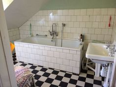 Bathroom Styling, Sink, Bathtub, The Originals, Retro, Bathrooms, Home Decor, Sink Tops, Standing Bath