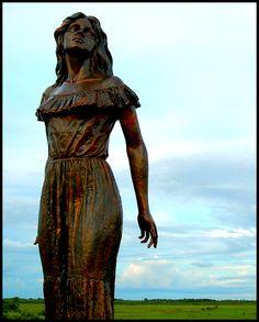 Monumento a Marisela, personaje del famoso libro Doña Barbara de Rómulo Gallegos . San Juan de Payara, Estado Apure Venezuela preciosa