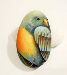 Hand Painted Bird Portrait on Stone ! Is Painted with high quality Acrylic paints and finished with Glossy varnish protection.  Rock art