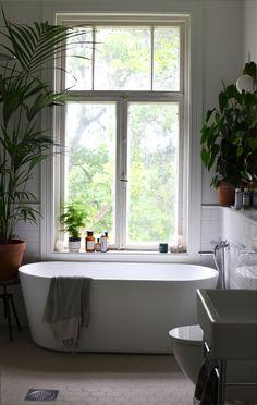 Kesäinen kylpyhuone good looking interior - bathroom ванная Bad Inspiration, Bathroom Inspiration, Bathroom Toilets, Bathroom Fixtures, Bathroom Interior Design, Home Interior, Vintage Industrial Decor, Minimalist Interior, Beautiful Bathrooms