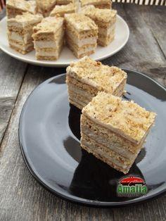 Prajitura cu crema de miere si nuci 0 Romanian Desserts, Romanian Food, Food Cakes, Cupcake Cakes, Sweets Recipes, Cake Recipes, Cake & Co, Love Cake, Cake Cookies