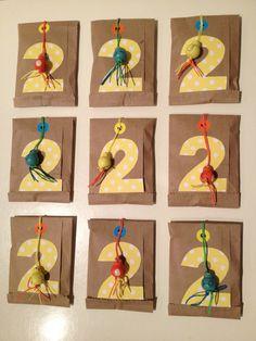 Mini craftzakje gevuld met verpakt chocolaatje als meegeef kadootje op verjaardag #trakteren #diy #kadozakje