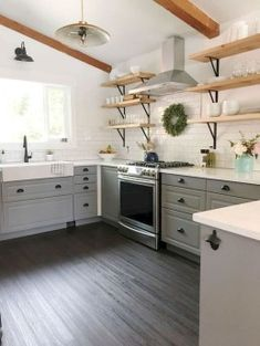 30 The Best Traditional Farmhouse Style Kitchen Decor Ideas Kitchen Cabinets Decor, Farmhouse Kitchen Cabinets, Farmhouse Style Kitchen, Modern Farmhouse Kitchens, Kitchen Cabinet Design, Kitchen Flooring, Kitchen Backsplash, Rustic Farmhouse, Backsplash Design
