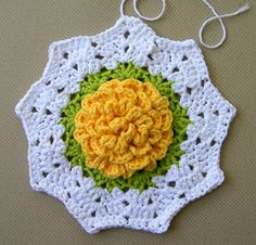Delights-Gems: crochet rose ripple potholder potholder pot holder how to pattern ripple cotton Crochet Ripple, Granny Square Crochet Pattern, Crochet Flower Patterns, Crochet Motif, Crochet Flowers, Crochet Stitches, Crochet Hot Pads, Cute Crochet, Crochet Crafts