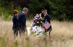 President George W Bush and First Lady Laura - Shanksville PA Flight 93 Memorial. I such great respect for this family . We Will Never Forget, Lest We Forget, Flight 93 Memorial, 911 Memorial, 911 Twin Towers, 11 September 2001, Day Of Infamy, Bush Family, Laura Bush