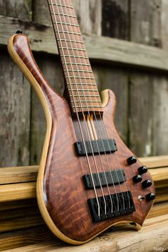 When asked one characteristic of a bass, an unlearned one says four strings. Nononono.....