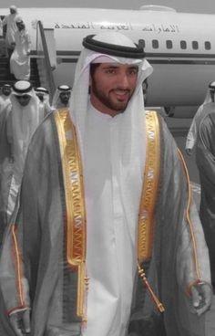 Sheikh Hamdan Bin Mohammed Bin Rashid Al Maktoum photo Handsome Men Quotes, Handsome Arab Men, Charming Man, My Prince Charming, Beautiful Men Faces, Gorgeous Men, Turbans, Saudi Men, Kate Middleton Wedding Dress
