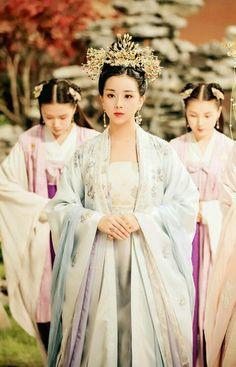Korean Princess, Japanese Princess, Traditional Gowns, Traditional Fashion, Traditional Chinese, Oriental Fashion, Asian Fashion, Korean Hanbok, Princess Aesthetic