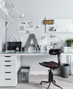 Interieur & Kleur | Inrichting tips & inspiratie voor een werk- hobbykamer in WIT Desk Space, Home Office Space, Office Workspace, Home Office Decor, Small Office, Home Office Design, House Design, Home Decor, Home Office White Desk