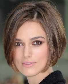 Pictures of Keira Knightley Short Bob Hairstyle. Get hairstyles ideas and inspiration with Keira Knightley Short Bob Hairstyle. Bob Haircuts For Women, Haircuts For Fine Hair, Short Bob Haircuts, Short Hair Cuts For Women, Short Hairstyles For Women, Haircut Short, Haircut Styles, Wedge Haircut, Haircut Designs